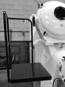 Plataforma para control visual de la producción de jabón en la compresora - Vista frontal - Etapa de refinado y extrusión - Línea de acabado de una fábrica de pastillas de jabón