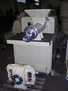 Compresora / Extrusora M-150 IMJ - Etapa de refinado - Línea de acabado de una fábrica de pastillas de jabón
