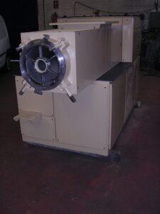 Extrusora / Compresora M-300 Mazzoni - Etapa de refinado - Línea de acabado de una fábrica de pastillas de jabón