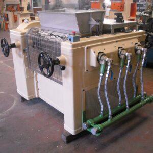 Laminadora RM-300-3 Heida - Etapa de refinado - Línea de acabado de una fábrica de pastillas de jabón